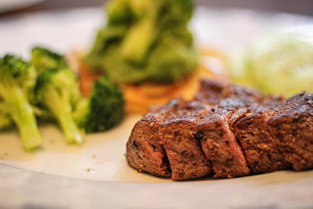 Fácil, sana y deliciosa: receta de asado ibérico con verduras